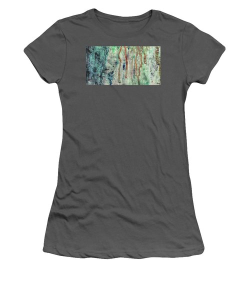 Standing In The Rain - Large Abstract Urban Style Painting Women's T-Shirt (Athletic Fit)