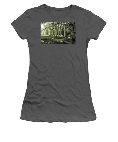 Calle Grande Ruins Women's T-Shirt (Athletic Fit)