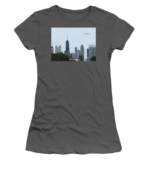 Chicago Skyline Women's T-Shirt (Athletic Fit)