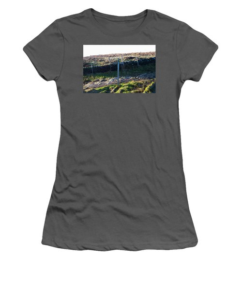 Curbar Edge Which Way To Go Women's T-Shirt (Athletic Fit)
