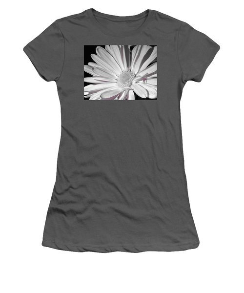 Daisy Flower Women's T-Shirt (Athletic Fit)