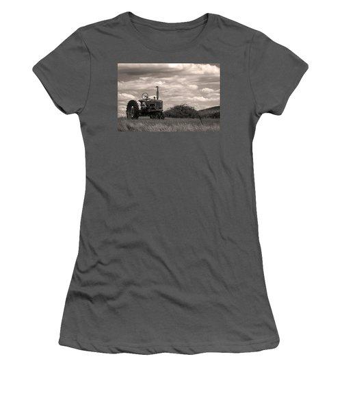 Farmall Women's T-Shirt (Athletic Fit)