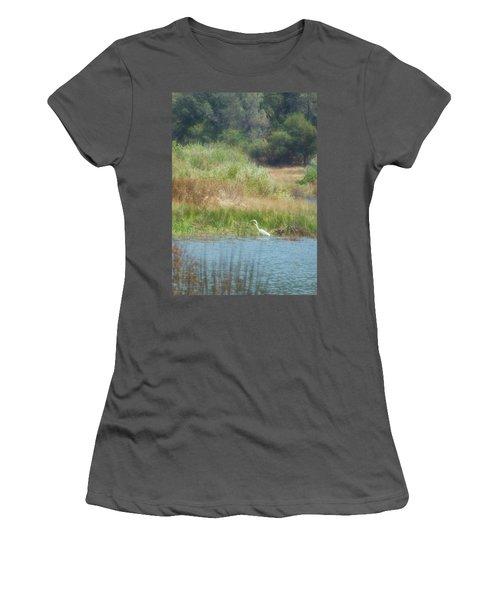 Finnon Lake Egret Women's T-Shirt (Athletic Fit)