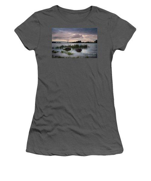 Flughafenbruecke Am Rhein Women's T-Shirt (Athletic Fit)