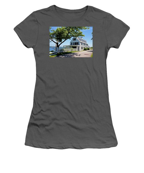 George Walton House In Newcastle Women's T-Shirt (Athletic Fit)