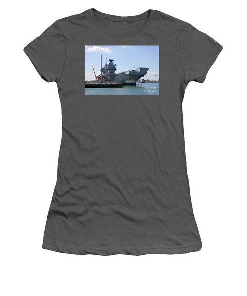 Hms Queen Elizabeth Aircraft Carrier At Portmouth Harbour Women's T-Shirt (Athletic Fit)