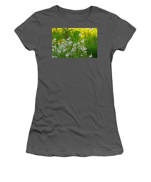 Hummingbird Heaven Women's T-Shirt (Athletic Fit)