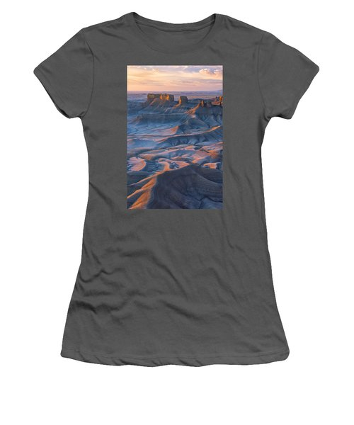 Into The Badlands Women's T-Shirt (Athletic Fit)