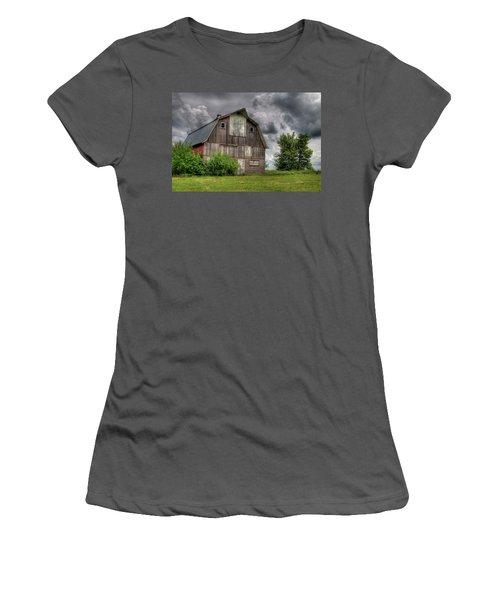 Iowa Barn Women's T-Shirt (Athletic Fit)