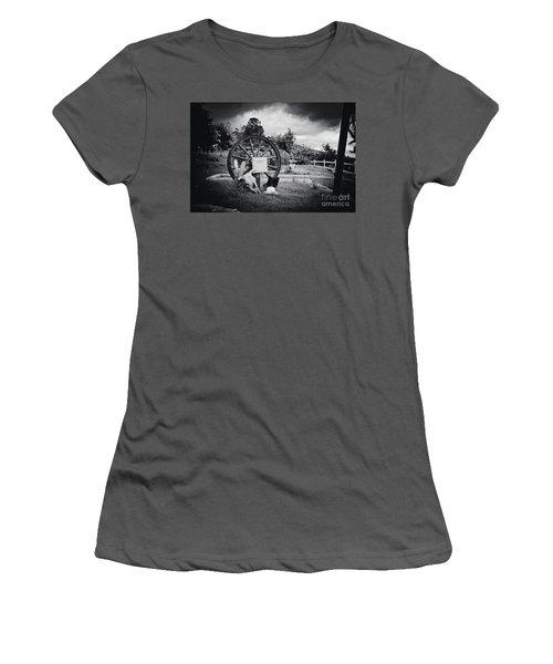 Kaonoulu Ranch  Sign Kula Maui Hawaii Women's T-Shirt (Junior Cut) by Sharon Mau