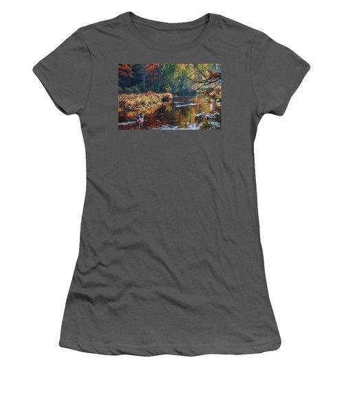 Little Wolf Canoist Women's T-Shirt (Athletic Fit)