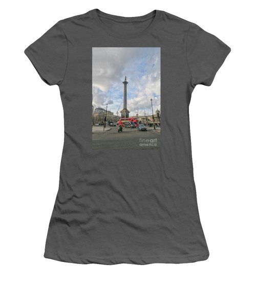 London Bus And Lord Nelson Women's T-Shirt (Athletic Fit)
