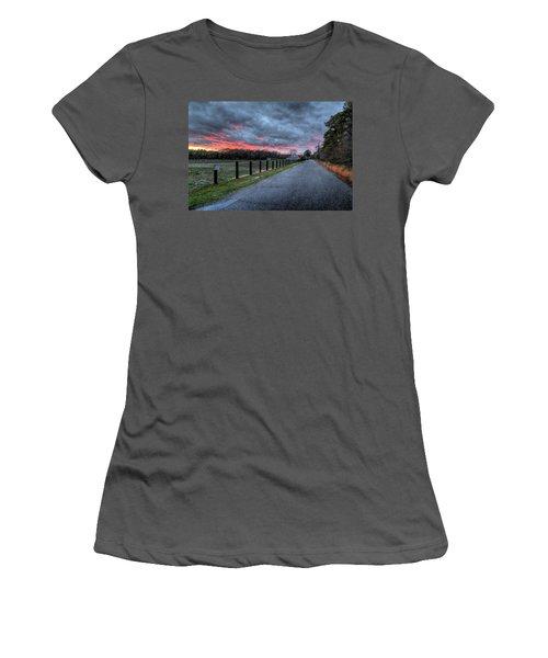 Main Sunset Women's T-Shirt (Athletic Fit)