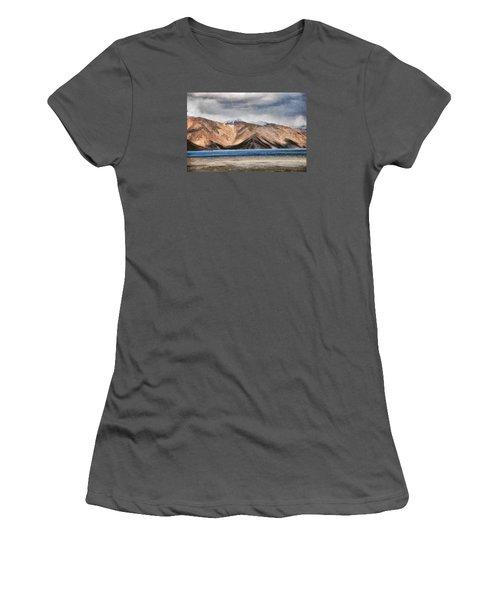 Massive Mountains And A Beautiful Lake Women's T-Shirt (Junior Cut)