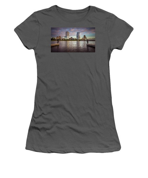 Milwaukee Skyline Women's T-Shirt (Athletic Fit)
