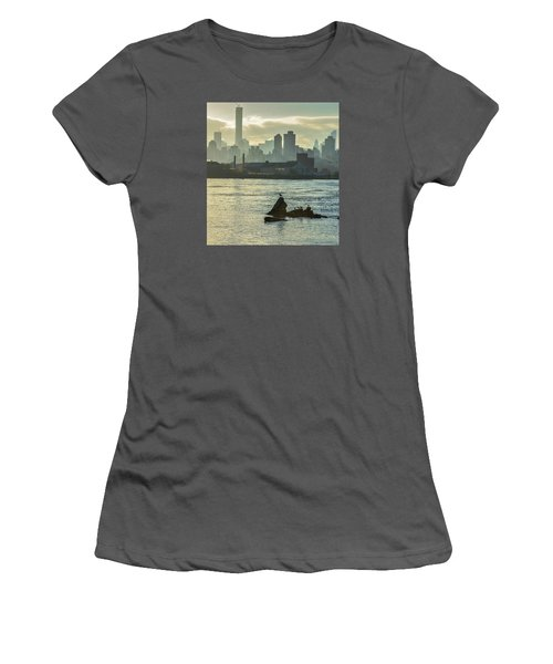 Nyc Skiline Women's T-Shirt (Athletic Fit)
