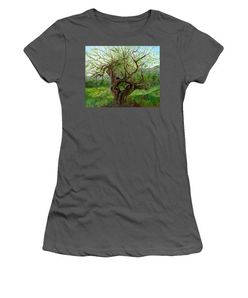 Old Apple Tree Women's T-Shirt (Athletic Fit)