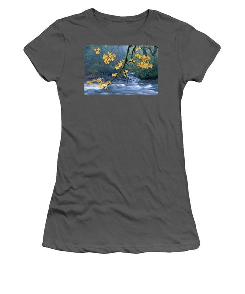 Oregon, Cascade Mountain Women's T-Shirt (Athletic Fit)