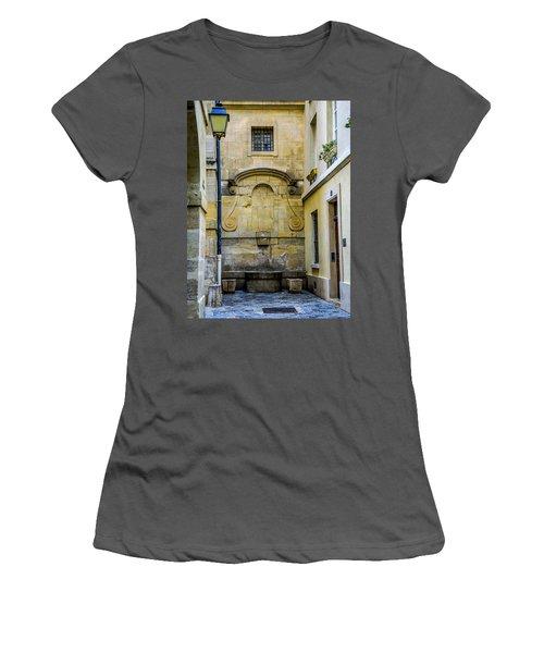 Paris Corner Le Marais Women's T-Shirt (Athletic Fit)