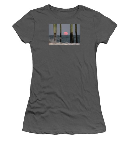 Pink Moon Rising Women's T-Shirt (Junior Cut)