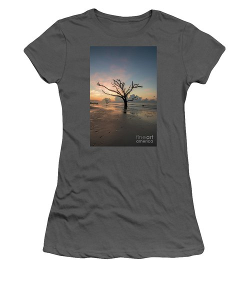 Silvia's Tree Women's T-Shirt (Athletic Fit)