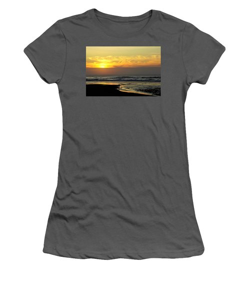 Solo Sunset On The Beach Women's T-Shirt (Athletic Fit)