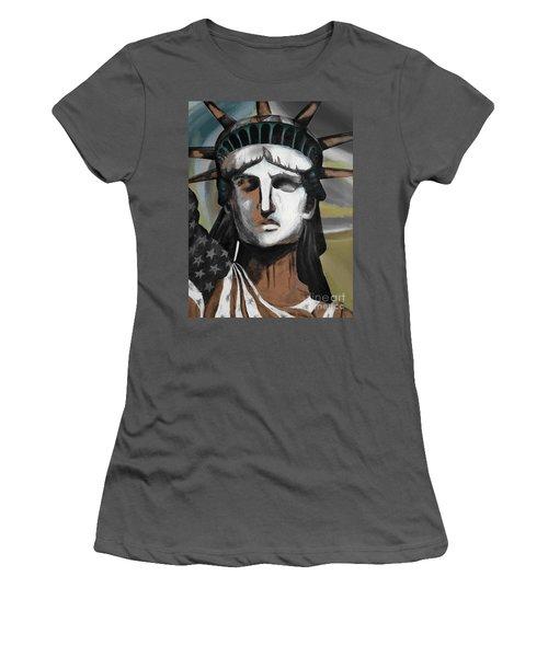 statue of liberty KJ78 Women's T-Shirt (Junior Cut) by Gull G