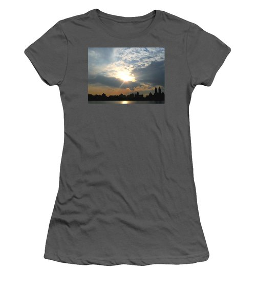 Sunset New York  Women's T-Shirt (Athletic Fit)