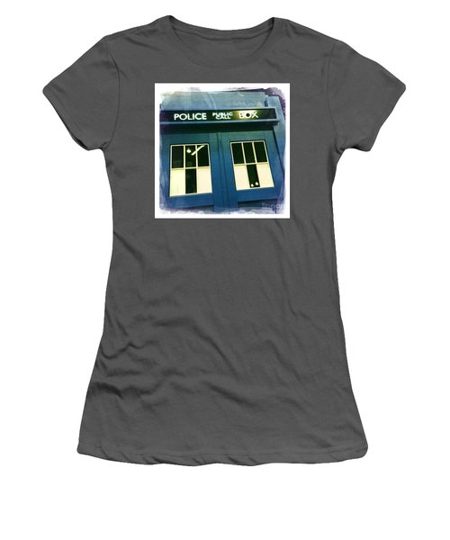 Tardis Dr Who Women's T-Shirt (Athletic Fit)
