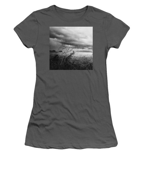 Und Unter Den Wolken Wächst Das Women's T-Shirt (Athletic Fit)