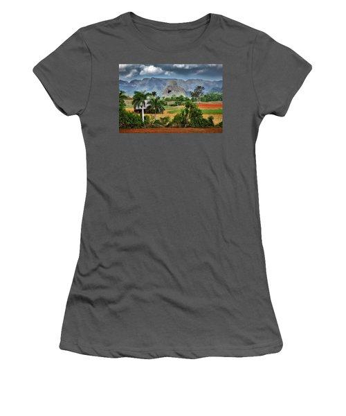 Vinales. Pinar Del Rio. Cuba Women's T-Shirt (Athletic Fit)