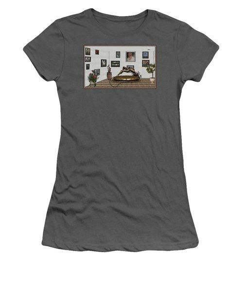 Virtual Exhibition -statue Of Girl Women's T-Shirt (Junior Cut) by Pemaro