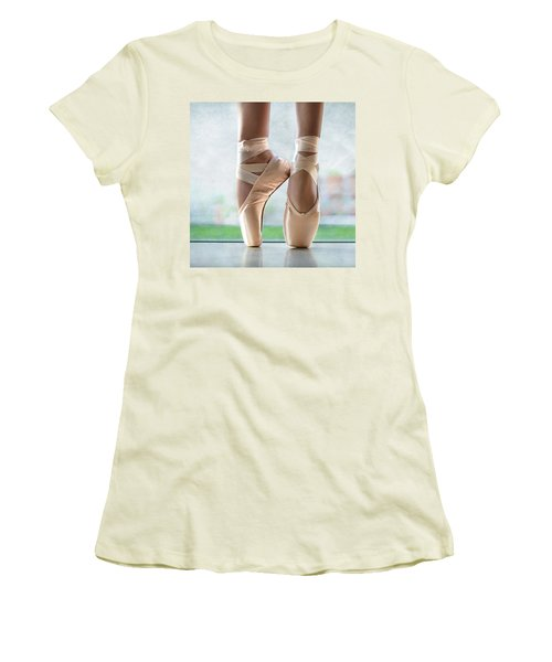 Ballet En Pointe Women's T-Shirt (Athletic Fit)