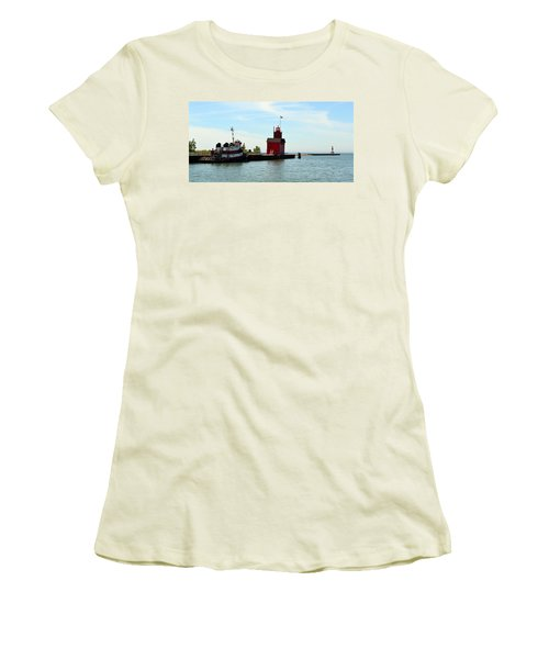 Big Red Panorama Women's T-Shirt (Athletic Fit)