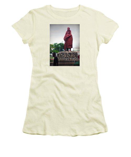 Edo Chief Statue Women's T-Shirt (Athletic Fit)