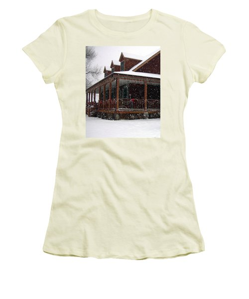 Holiday Porch Women's T-Shirt (Athletic Fit)