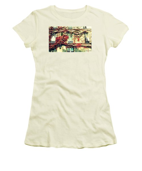 Ivy Growing On A Wall   Women's T-Shirt (Athletic Fit)