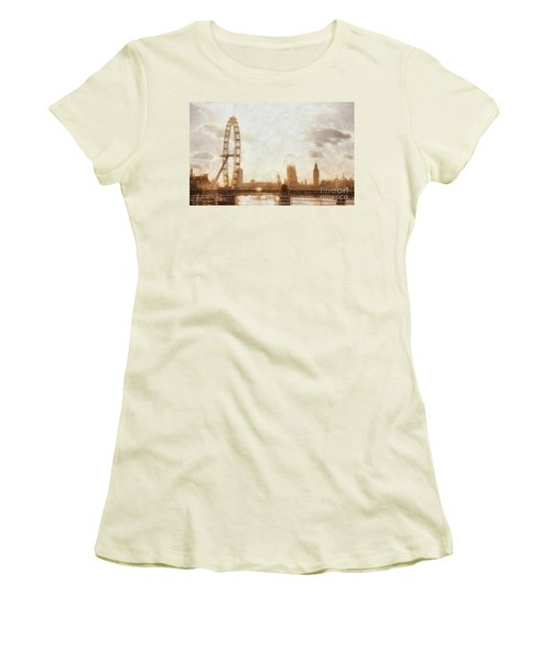 London Skyline At Dusk 01 Women's T-Shirt (Athletic Fit)