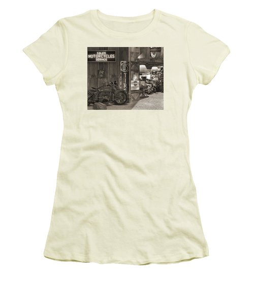 Outside The Old Motorcycle Shop - Spia Women's T-Shirt (Athletic Fit)