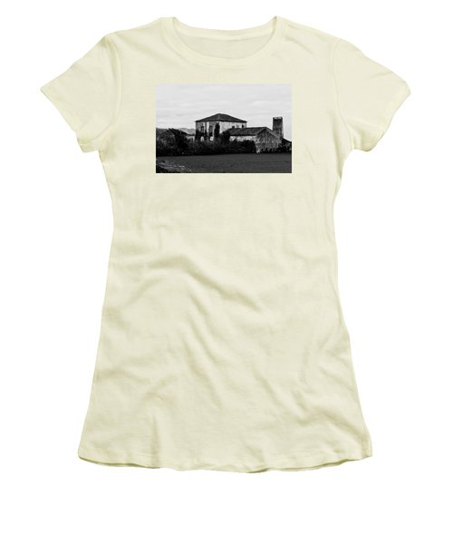 Rustic Outbuildings In A Field  Women's T-Shirt (Athletic Fit)