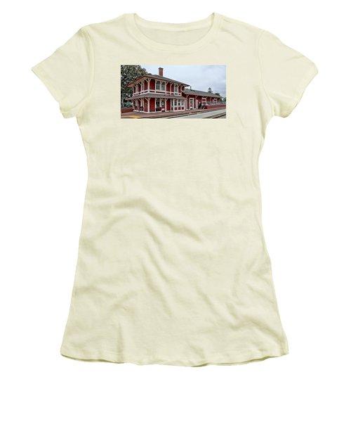 Santa Paula Station Women's T-Shirt (Athletic Fit)