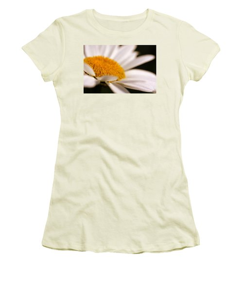 Simply Daisy Women's T-Shirt (Athletic Fit)