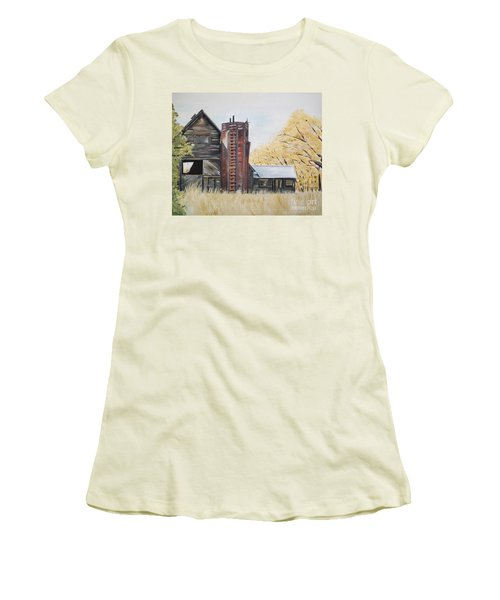Golden Aged Barn -washington - Red Silo  Women's T-Shirt (Athletic Fit)