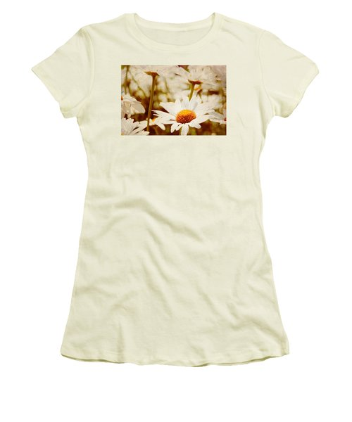 Vintage Daisy Women's T-Shirt (Junior Cut) by Beverly Stapleton