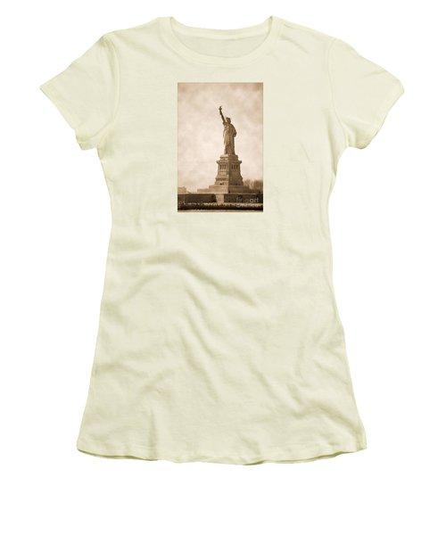 Vintage Statue Of Liberty Women's T-Shirt (Junior Cut) by RicardMN Photography