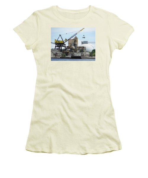 Yellow Crane Women's T-Shirt (Athletic Fit)