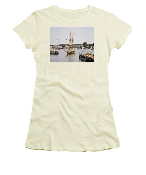 Pride Of Baltimore II Pb2p Women's T-Shirt (Athletic Fit)