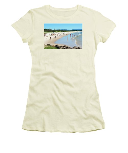 Byron Bay Main Beach Women's T-Shirt (Athletic Fit)