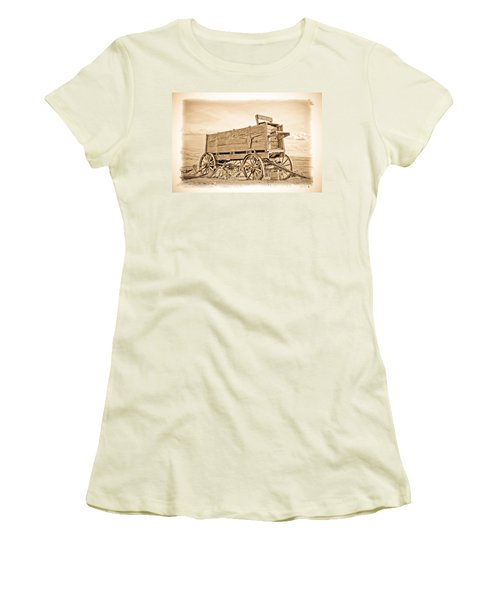 Old West Wagon  Women's T-Shirt (Athletic Fit)