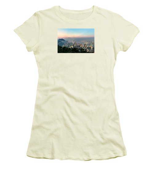 Hong Kong Skyline Women's T-Shirt (Athletic Fit)